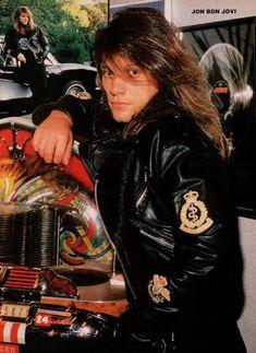 Jon Bon Jovi - I love this long-haired pic Jon Bon Jovi, Bon Jovi 80s, Bon Jovi Pictures, Star Wars, Uk Music, Some People Say, Most Beautiful Man, Jukebox, Cool Bands