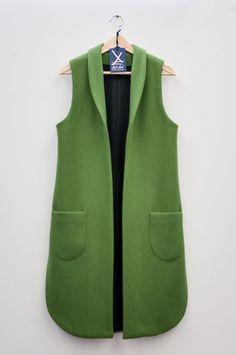 LabLab Made in Trieste tailored coats - Dulguun Batkhuyag - - LabLab cappotti sartoriali Made in Trieste LabLab Trieste Coats for men and women tailoring, design your model with Sveva! Ärmelloser Mantel, Hijab Fashion, Fashion Dresses, Fashion Coat, Sleeveless Coat, Vest Coat, Long Vests, Mode Hijab, Jackets