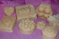 I finally got around to making my honey oatmeal goat milk soap (try saying that fast three times).  You can find the recipe I used HERE. I really like the way it turned out. Since it was a l…