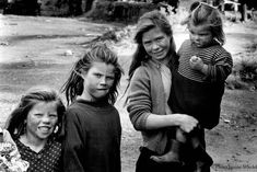 Irish Tinker Traveller children in Southern Ireland in the 1970's. From The Book: Irish Tinkers: A Portrait of Irish Travellers in the 1970s - Janine Wiedel
