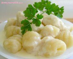 Recette gnocchis en sauce au parmesan par Elise : Une recette de gnocchis maison simple à faire et savoureuse..Ingrédients : riz, poivre, pomme, farine, lait