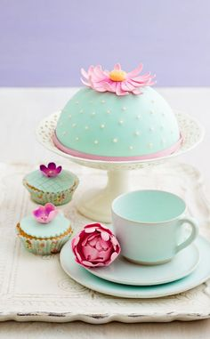 stock photo : Round cake and cupcakes decorated with fondant and gum paste flowers Beautiful Cake Pictures, Beautiful Cakes, Amazing Cakes, Pretty Birthday Cakes, Pretty Cakes, Cake Birthday, Fondant Cakes, Cupcake Cakes, Cup Cakes