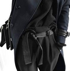 Le parfait total look noir et bleu marine #2 (photo Meleponym)