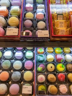 The Shinsegae food hall in Seoul also has beautiful candies, marzipan, chapssaltteok and other desserts to gawk at. Colorful Desserts, Cute Desserts, Snacks Japonais, Asian Snacks, Cute Snacks, Snacks Saludables, Food Places, Food Drawing, Cafe Food