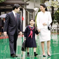 Proving that they are never too busy to walk their little girl to school, Princess Masako sweetly held hands with Aiko as the trio set off to walk to the little Princess' elementary school. Nagoya, Osaka, Princess Diana, Little Princess, Princess Room, Yokohama, Sapporo, Japanese Uniform, Kyoto