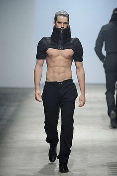 ROMAIN KREMER Fashion Week, Boy Fashion, Mens Fashion, Fashion Outfits, Fashion Design, Runway Fashion, Gothic Fashion, Fashion Poses, Steampunk Fashion