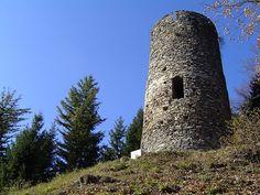 Ceci n'est point une simple tour... Cette construction proche du village de Saint Pierre d'Allevard porte une légende !... Pour la visiter, il faut retrouver son âme d'enfant