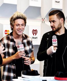 Liam's face that he is giving Niall makes me think that Niall told a Harry joke...