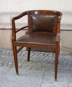 Przedwojenny fotel politura po renowacji secesja