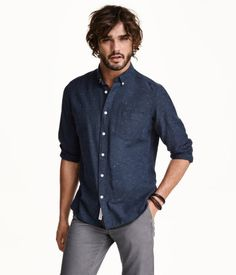 Long-sleeved, oxford-weave cotton shirt with a button-down collar and one chest pocket. Regular fit.