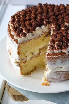Tiramisu taart - My Happy Healthy Living No Bake Desserts, Delicious Desserts, Dessert Recipes, Yummy Food, Sweets Cake, Cupcake Cakes, Birthday Pies, Cake Recept, Scones Ingredients