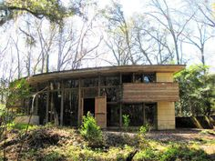 Small Frank Lloyd Wright House Plans with the Spring House Clifton & George Lewis Ii House Tallahassee Usonian House, Unusual Buildings, Abandoned Buildings, Frank Lloyd Wright Buildings, Dome House, Spring Home, Building Design, Architecture Design, House Plans