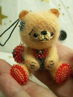 https://flic.kr/p/9zwDyR | crocheted bear with beads | welcome on my dawanda shop fr.dawanda.com/shop/laurabdesin