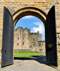 The famous Alnwick Castle is stately home to the English county of Northumberland. The seat of Duke of Northumberland built ensuing the Norman Conquest. Oh The Places You'll Go, Places To Visit, Alnwick Castle, Castle In The Sky, England And Scotland, Medieval Castle, British Isles, Hogwarts, Britain