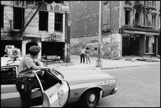 Daily life of the New York police department in the 1970s