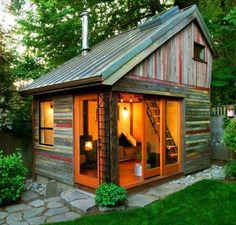 Ein modernes Gartenhaus. Mehr Infos auf https://www.pineca.de/