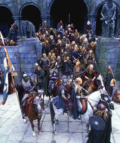 Legolas, Gimli, King Théoden, Lady Eowyn and others at Helm's Deep Minas Tirith, Tolkien Books, J. R. R. Tolkien, Gandalf, Legolas, Fellowship Of The Ring, Lord Of The Rings, Helms Deep, Rings Film