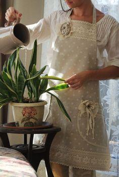 Купить или заказать Фартук-передник льняной для кухни Мечта хозяйки ( прованс, бохо) в интернет-магазине на Ярмарке Мастеров. Фартук, конечно, предназначен для защиты одежды от 'сюрпризов' во время приготовления пищи, но как хочется при этом выглядеть романтично!) Чистить свёклу или готовить пирог с вишней я бы в нем не стала, но замесить тесто, помыть посуду, испечь хлеб, да и просто украсить интерьер- это самое то!) Отличный подарок и хозяйке и рукодельнице! Сшит из плотной льняной…