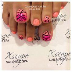 Tiger stripe inspired toenail art Thin tiger stripe shaped lines are painted over salmon and fuchsia colored polishes The base colors are alternately painted in salmon and a combination of fuchsia c - Pretty Toe Nails, Cute Toe Nails, Get Nails, Fancy Nails, Love Nails, Pretty Toes, Coral Ombre Nails, Toenail Art Designs, Nail Art
