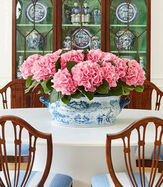 The Pink Pagoda's One Room Challenge dining room with blue and white make some pink accent with a flowers Happy Jar, Centerpieces, Table Decorations, Blue And White China, Pink Tulips, White Decor, Chinoiserie, Tricks, Floral Arrangements
