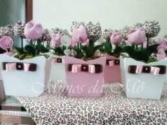Cachepo em mdf, tulipas de tecido, suporte para tag, laço de cetim. Fazemos em outras cores também, consulte-nos. R$ 12,90