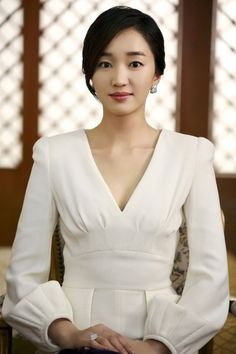Soo-ae (수애) one of my favorite actresses, starring now in The Mask