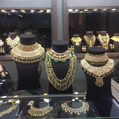 Jewelry OFF! Live at Bridal Asia! by Sandeep Narang Bridal Asia unravels its Delhi Edition ! Wedding Jewellery Designs, Bridal Jewellery Inspiration, Indian Wedding Jewelry, Indian Bridal, Wedding Accessories, Hair Accessories, Royal Jewelry, India Jewelry, Gold Jewelry