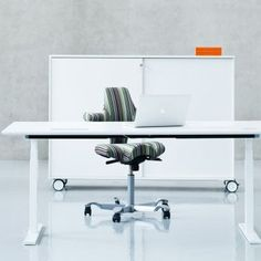 Holmris Q20 Electric Height Adjustable Desk - 1400 x 800mm - White