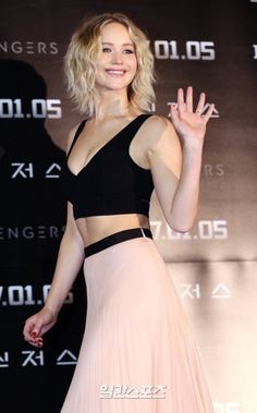 """Jennifer Lawrence attends the """"Passengers"""" photocall in Seoul!"""