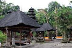 Batukaru Temple is showing its beauty of Balinese architecture. Seeing from this aspect, this temple is usually used as the place to pray upon god in the manifestation Denpasar, Balinese, Holiday Destinations, Gazebo, Temple, Places To Visit, Outdoor Structures, Architecture, House Styles