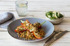 Gefüllte Paprika geht prima ohne Fleisch und schmeckt noch besser. Vor allem italienisch mit Pinienkernen und Parmesan. Dazu passt…