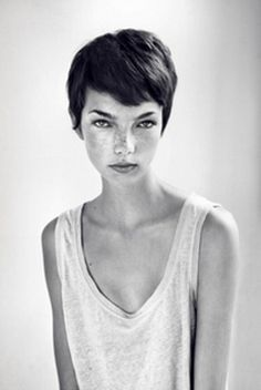 adorable cut, looks perfect on her-- very Mia Farrow. This is what I'm going for soon!