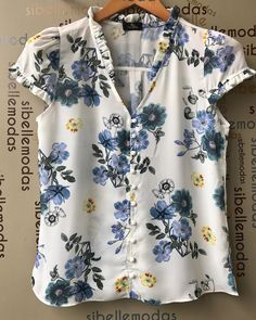Like sleeve and neck ruffles. Don't usually do button down, but like the tiny buttons. Think they would help keep from gaping. Mode Outfits, Fashion Outfits, Womens Fashion, Blouse Patterns, Blouse Designs, Sewing Blouses, Blouse Styles, Blouses For Women, Casual