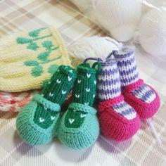 동시에 여러개를 만들려니 진척이 없다. 해야할게 많으니 자꾸 미루게되고... 얼른 완성하고 다른거 하자~ #대바늘인형뜨기 #대바늘인형 #손뜨개 #리틀코튼래빗 #손뜨개인형 #knit #knitting #knittingdoll #knittedtoy