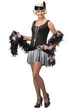 Charleston Gangster Braut Damenkostüm, aus unserer Kategorie 20er & 30er Jahre Kostüme. Diese Charleston Tänzerin hat eine Schwäche für böse Jungs und ist mit der gesamten Mafia New Yorks bekannt. Selbst eiskalten Killern hat sie schon das Herz gebrochen. Ein verführerisches Kostüm für Karneval und 20er Jahre Partys.