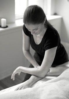 Shari Auth performing deep tissue massage.