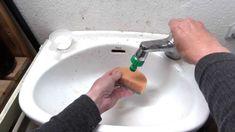 Bicarbonato y vinagre para limpiar baños.  EcoDaisy