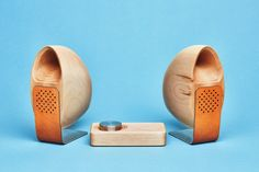 Grovemade has released its latest wooden stereo speaker system. Using its premium materials and fancy look, the speaker system not only brings high-quality audi Desktop Speakers, Stereo Speakers, Wood Speaker, Car Audio Installation, Music Machine, Cool Desktop, Speaker Design, Audio Design, Speaker System