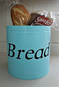 Easy DIY Bread tin to keep your counters clutter free. Having a designated area for things helps especially in the kitchen. Did you buy or get any popcorn tin… Bread Tin, Bread Boxes, Cool Diy, Easy Diy, Clever Diy, Homemade Fabric Softener, Homemade Laundry Detergent, Do It Yourself Home, Organization Hacks
