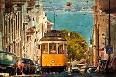 Portugal, mon amour - via Way Of Life Mag 20.04.2015   Destination de plus en plus prisée par les touristes Européens et internationaux, le Portugal vient d'ailleurs d'être élu plus beau pays du monde par les WCA 2015. Alors à cette occasion, on enfile notre bermuda et nos tongs et on fait le point en vous donnant 17 bonnes raisons de vous rendre au Portugal.