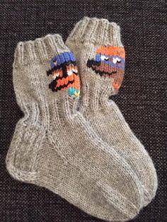 Langanluomaa: Ryhmä Hau -sukat Tips And Tricks, Social Platform, Kids And Parenting, Minions, Socks, Knitting, Fashion, Last Minute Gifts, Baby Favors