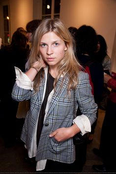Clémence Poésy- natural make up at its best