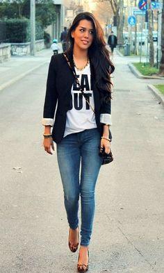 Blazer preto - camiseta Karl - calça jeans