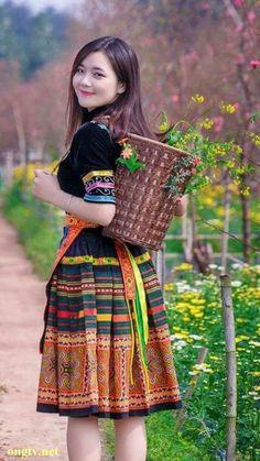 Myanmar Traditional Dress, Traditional Dresses, Beautiful Girl Image, Beautiful Asian Women, Ao Dai, Beauty Full Girl, Beauty Women, Moda China, Cute Asian Girls