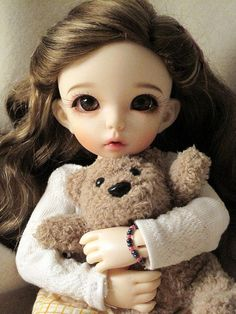 Dolls, cute doll, for girls, girly, kawaii. The artist captures a moment from my own heart. Pretty Dolls, Beautiful Dolls, Beautiful Eyes, Blythe Dolls, Barbie Dolls, Dolls Dolls, Enchanted Doll, Cute Baby Dolls, Little Doll