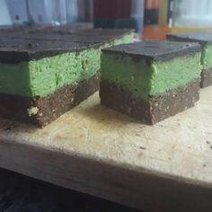 Shrek szelet Shrek, Feta, Decorative Boxes, Pudding, Cheese, Alcohol, Custard Pudding, Puddings, Decorative Storage Boxes