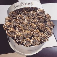 Stunning bunch of gold roses Birthday Makeup, Girl Birthday, Love Flowers, My Flower, Love Gifts For Her, Every Rose, Rich Money, Rose Gift, Flower Boxes
