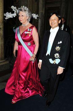 https://alfredomubarah.wordpress.com/2010/06/29/red-carpet-jewelry-tiara-mad/