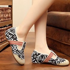 Embroidery Women Shoes Casual Slip On Soft Flat Loafers - US$16.88