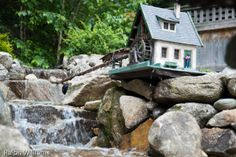 GRR Waterfall and small mill Garden Railroad, Fairy Gardens, Trains, Diy And Crafts, Waterfall, Empire, Backyard, Cook, House Styles